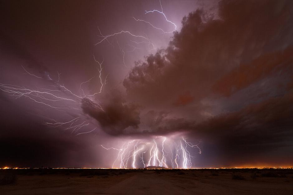 灾难性天气的宏伟景观