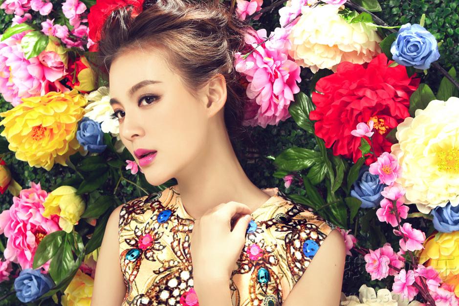 古典美女化身时尚女王
