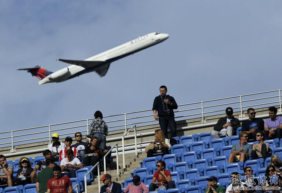 9日十佳图:最幸福男人纳达尔 飞机飞越法拉盛