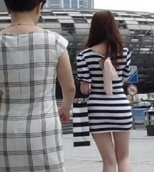 街拍长腿丝短裙美女街拍超短裙街拍长腿美女夏日街拍