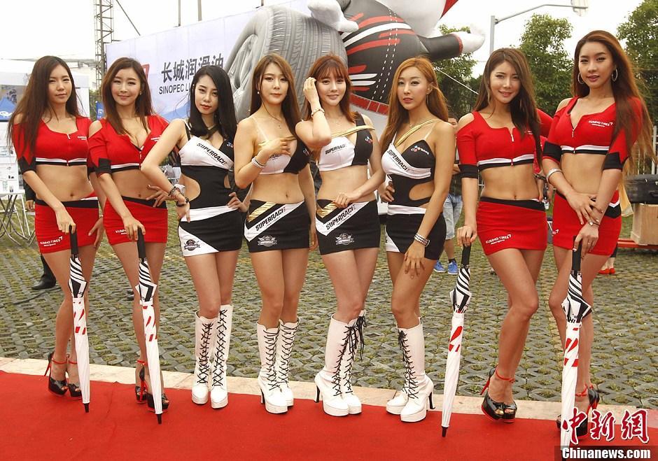 高清:韩国赛车宝贝性感逼人 火辣身材引爆眼球