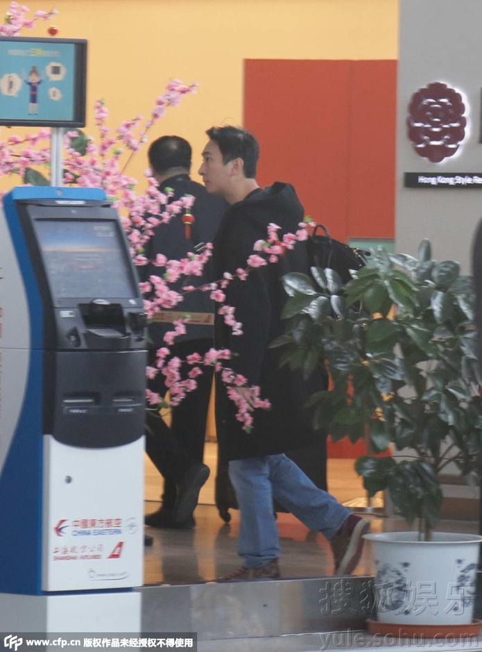 王思聪独自现身机场 低调打扮无人识