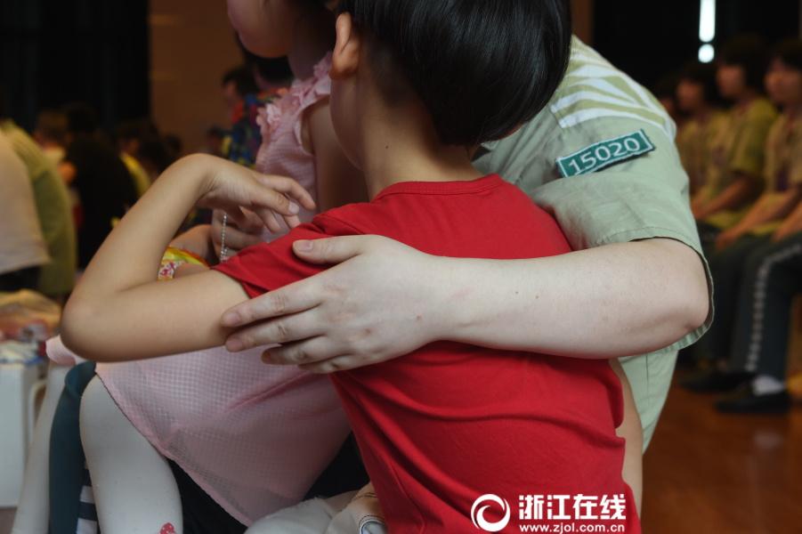服刑母亲与孩子团聚:一年仅有一天