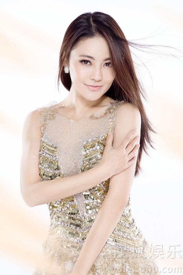 樊蕊_樊蕊最新时尚大片曝光 玲珑秀气眼神魅惑