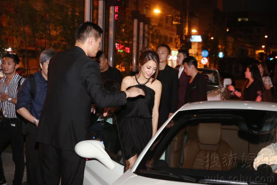 江语晨出席赛车晚宴 超短裙性感热辣引热潮67
