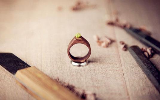 戒指之类的手工物品;尤其热爱diy木制