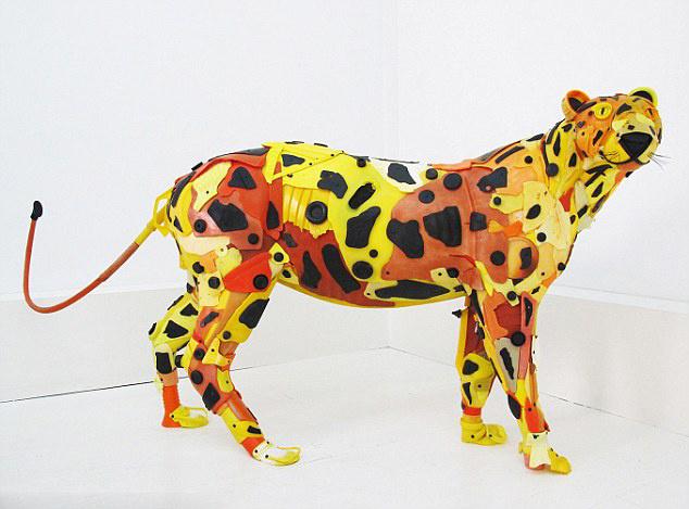环保的创意 垃圾打造的动物雕塑