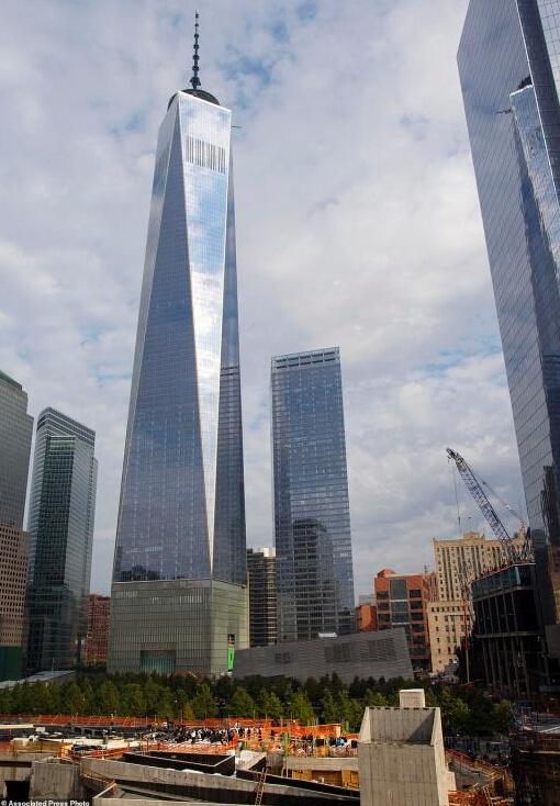 在纽约著名的世贸双子塔在9