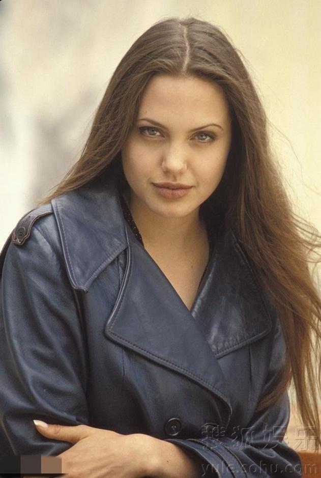 安吉丽娜-朱莉19岁性感曝光写真清纯又少女性感美女看见B下面图片