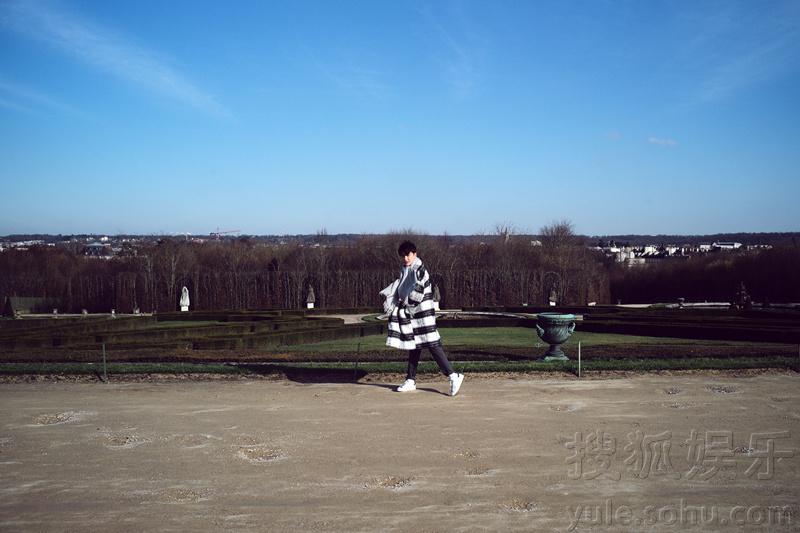 孙坚法国写真曝光 舒适惬意享受生活