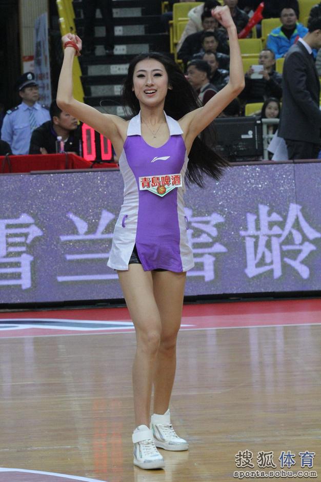 高清:佛山主场战青岛 啦啦队美女热舞激情热舞