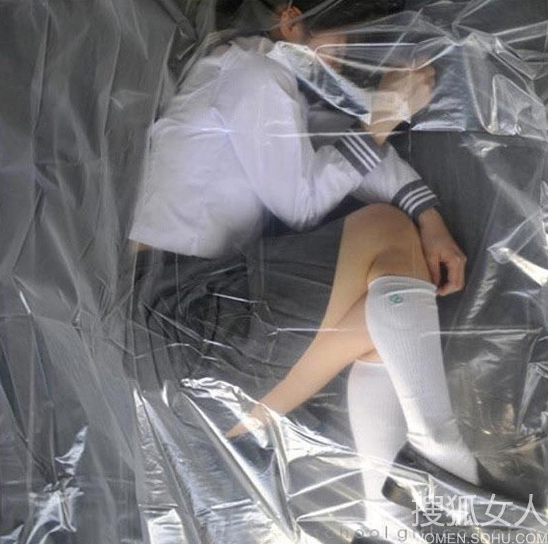 日本女学生行为艺术照 太色情?5888489 女人