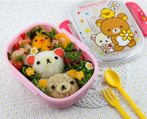 ( 1/ 8) 分享到 萌萌的熊脑袋,还有虾仁,草莓和西兰花,这就是午餐便当