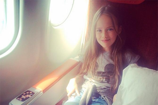 俄罗斯媒体近日发布世界最美小女孩克里斯蒂娜皮蒙诺娃的最新生活照。年仅9岁的她,3岁就已步入模特圈,目前已是欧洲乃至全世界最知名的儿童模特之一。曾接拍数十部广告片,出席过各种时装秀。因其面容精致、气质超凡,被誉为俄罗斯天使和世界最美小女孩。