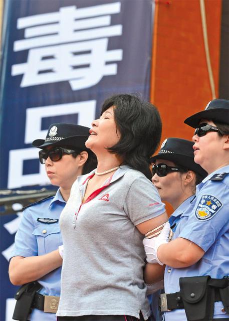 广东万人公开宣判大会现场:5名毒枭被立即处死 - 冰华 - 梦幻与沉思