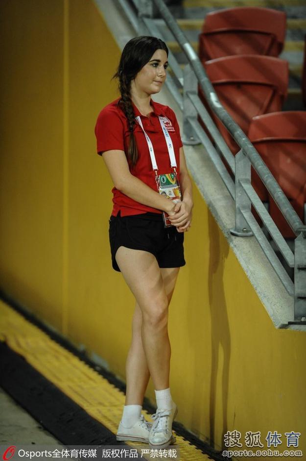 亚洲杯12日美女汇总:长腿妹云集 日本姑娘疯狂