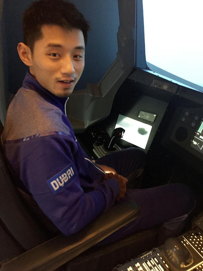 高清:国乒队员变飞机驾驶员
