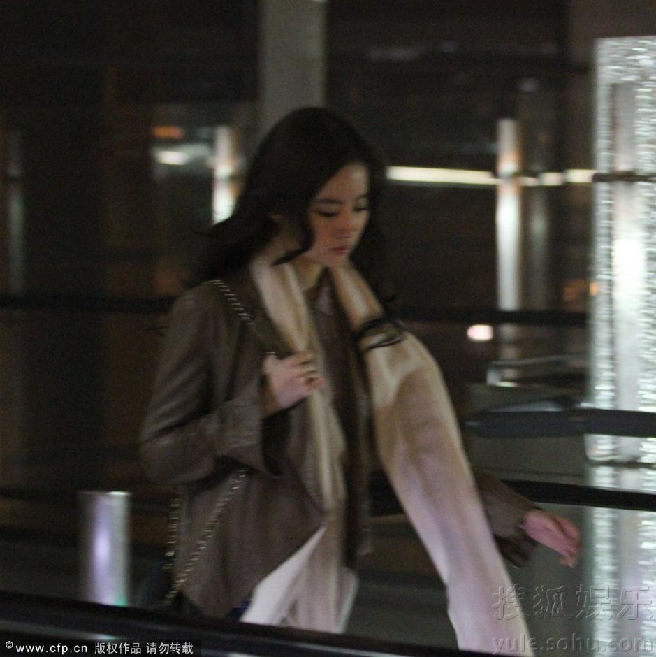 刚参加完北京电影节的刘亦菲素颜朝天