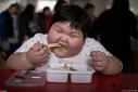 7岁娃4年暴涨120斤 为减肥花了近百万