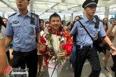 2012年8月9日,2012年伦敦奥运会,中国体操队回国。 更多奥运视频>> 更多奥运图片>>