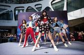 搜狐娱乐讯 4月30日,SNH48国际小分队7SENSES成员赵粤、孔肖吟 、戴萌 、许杨玉琢 、许...