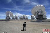 当地时间3月12日,阿塔卡玛毫米/次毫米波阵列望远镜(ALMA)是北美、欧洲和东亚投资13亿美元的合...