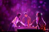 搜狐娱乐讯 在南京收获超高口碑评价的舞台剧《摆渡人》,今日(11月19日)正式在上海开启为期四天的公...