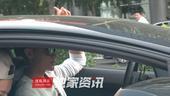 搜狐娱乐讯 (搞点娱乐/图文)日前,搞点娱乐摄影师在北京拍到黄子韬的画面,当天黄子韬开着自己的宝蓝色...