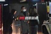 搜狐娱乐讯(洪水工作室/图文)日前,搜狐娱乐在北京某商场遇到了前来观看电影的杨坤。杨坤当天身穿一件非...