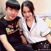 搜狐娱乐讯 6月6日,主持人张大大在微博晒出一组与黄晓明Angelababy夫妇以及佟丽娅、王思聪的...