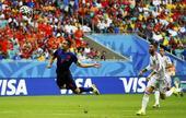 北京时间6月14日凌晨3点,西班牙与荷兰的比赛在进行到43分钟时,布林德中场左侧长传,范佩西反越位...