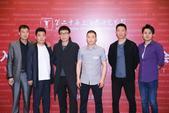 """搜狐娱乐迅(图文:玄反影)6月20日,凭借""""两个演员三只羊,一口棺材一间房""""的迷之阵容,电影《守灵》..."""