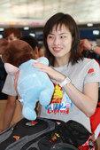 北京时间7月23日,中国羽毛球队、跳水队和花样游泳队抵达首都机场,即将飞赴伦敦,进行奥运会前的最后备...