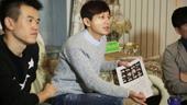搜狐娱乐讯 12月24日平安夜,何炅现身北京,低调开启了电影作品《栀子花开2015》在北京的演员面试...