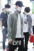 男团EXO现身机场 赴雅加达参加《音银》巡演