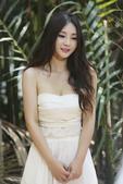 2014年11月5日讯,泰国曼谷,柳岩一袭纯白裹胸裙出镜,长发飘飘清纯出镜为即将在11月7日发行的新...