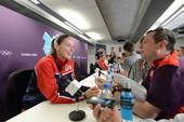 北京时间2012年7月27日,美国女篮在伦敦举行新闻发布会。更多奥运视频>> 更多奥运图片>>