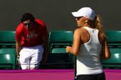 当地时间2012年7月24日,东道主网球名将穆雷亮相中心球场进行奥运前备战训练。