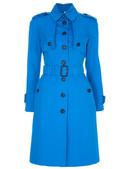 电光蓝色的火爆从春夏一直持续到秋冬季,华丽的皮草,美艳的礼服裙,俏皮的百褶小短裙……这些传统的款式与...
