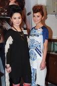 2012年3月14日香港讯 Twins位于铜锣湾区的二手衫店开幕,吸引大批捧场客排队等候,场面热闹。...