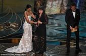 搜狐娱乐讯 第88届奥斯卡颁奖礼举行,《疯狂的麦克斯:狂暴之路》获最佳剪辑。