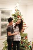 """今日上午,奥运冠军李小鹏晒出多张温馨的家人合照,并留言称""""圣诞节快乐,奥莉要升级当姐姐了,开心!""""。..."""