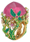 黄金、钻石、彩宝这些明晃晃的元素在仲夏之季让人无法拒绝,璀璨的宝石经过花朵般切割后,幻化成绝美的戒指...
