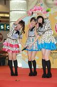 搜狐娱乐讯  日本女团HKT48三位成员多田爱佳、儿玉遥和松冈菜摘,来港举行粉丝握手签名会。她们以一...
