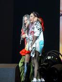 台湾歌坛天后张惠妹乌托邦2.0庆典巡回演唱会在上周六台湾高雄继续开唱,演唱会进行到尾声的时候,一位歌...