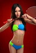 2012年8月5日,北京,2012伦敦奥运会,空姐赵亚璐比基尼写真助威,持羽毛球拍俏皮可爱。更多奥运...