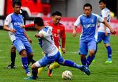 中国城市足球联赛珲春赛区开战,延边队激战大连队,两队激烈拼抢场面劲爆。