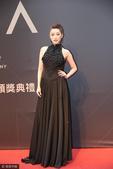 搜狐娱乐讯 台北,6月24日,第28届台湾金曲奖红毯举行,李娅莎性感露背装现身。