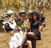搜狐娱乐讯 11月27日,贾静雯晒出一组与高圆圆参加化妆派对的照片。照片中,高圆圆身穿女仆装,娇羞可...