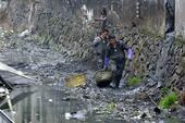 2月16日,浙江一名企业家在微博上爆料称,浙江省温州市瑞安仙降街道一河流工业污染严重,如果环保局长敢...